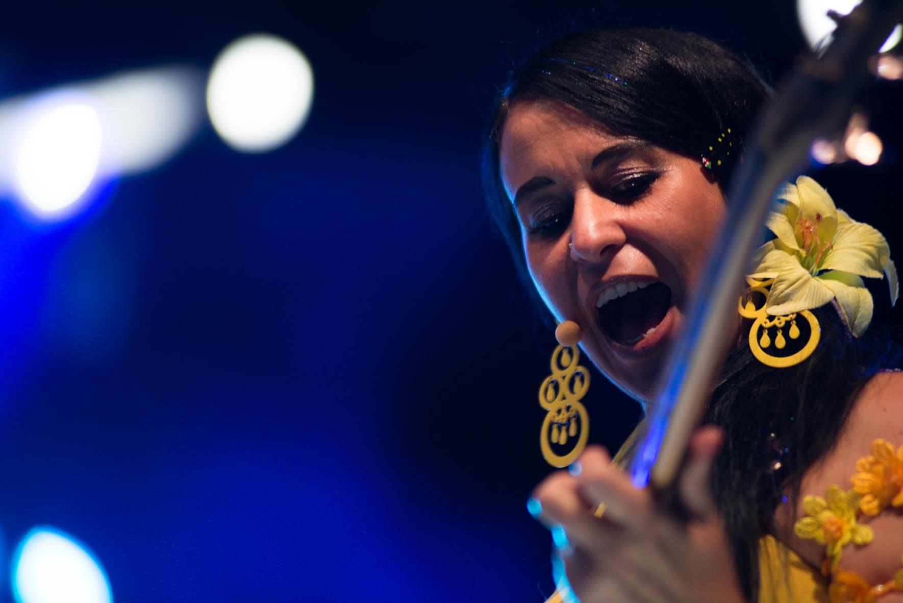 Clara Tudela avec Roé live arènes de Nîmes